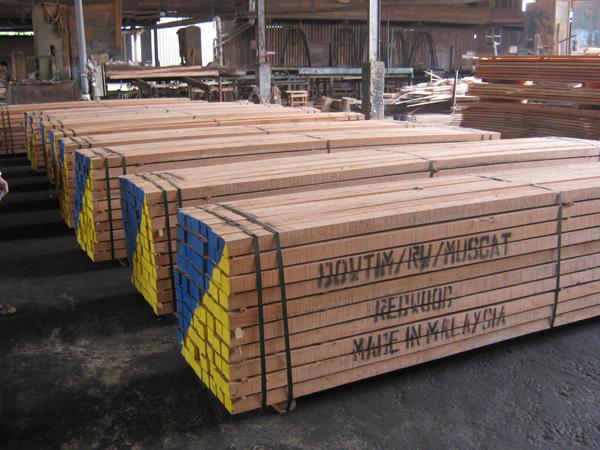 Red Meranti Sawn Timber ~ Timber dowlet